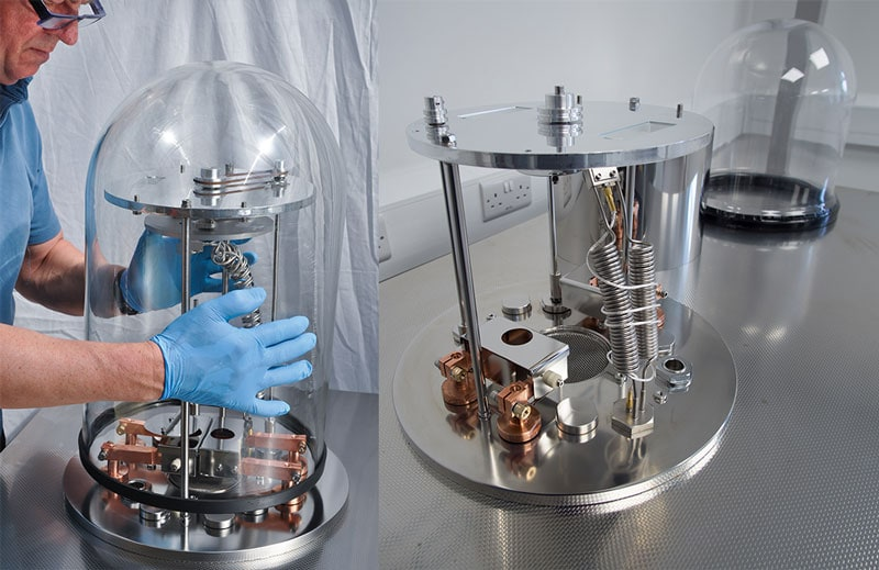 Listing the Moorfield M307 bell-jar chamber to access internal deposition hardware