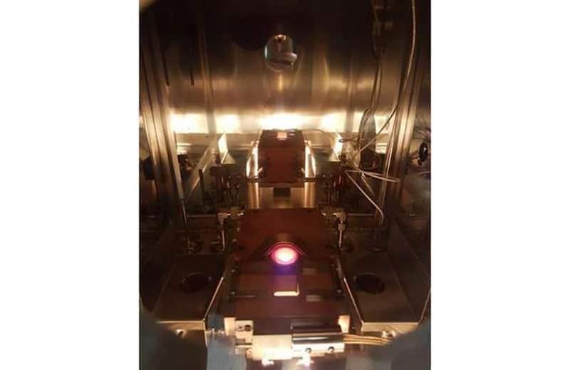 MiniLab 090 e-beam evaporation hardware in operation